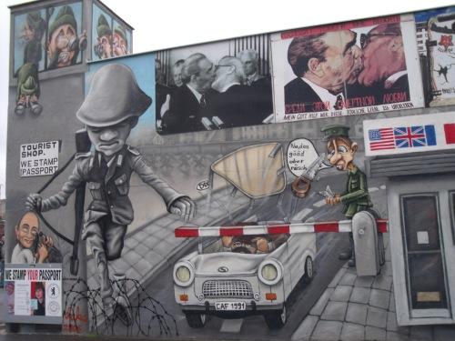 Graffitis en el muro de Berlín