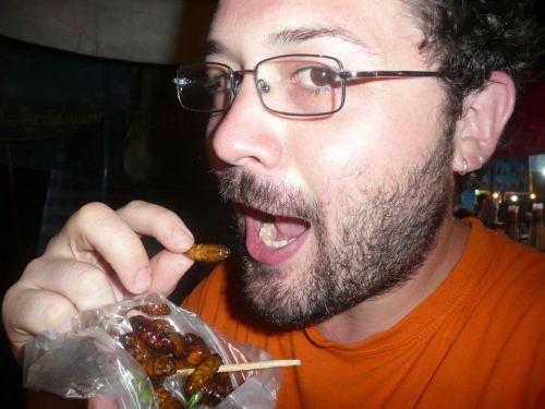 Comiendo insectos en Tailandia